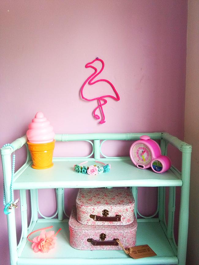 diy decor make a flamingo pink flamingo perles co. Black Bedroom Furniture Sets. Home Design Ideas