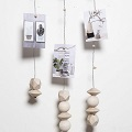 DIY Scandinavian deco - Make a suspension for photos with wooden beads