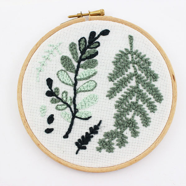 Embroidery wool: How to use the punch needle or the magic