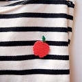 Big Apple brooch in brick stitch weaving