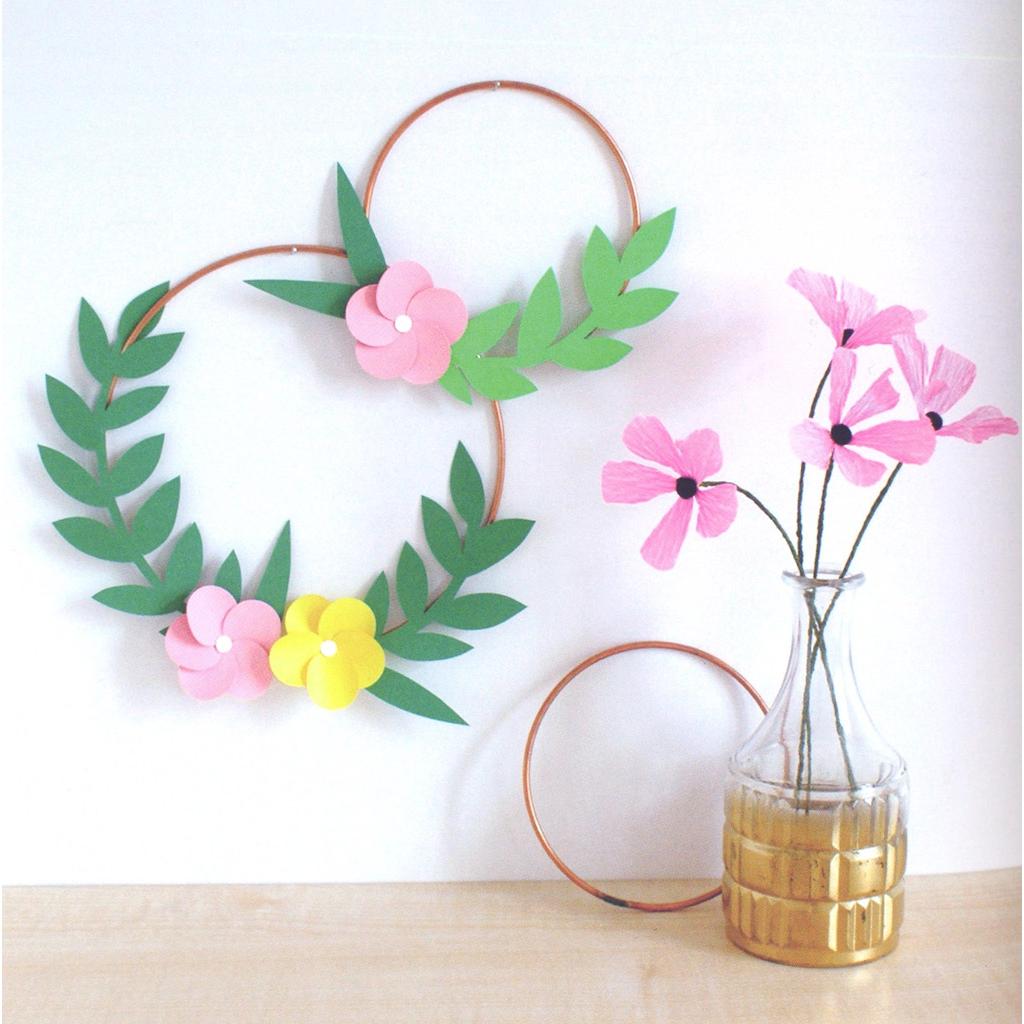 fleurs en papier 20 id es de cr ation diy h l ne. Black Bedroom Furniture Sets. Home Design Ideas